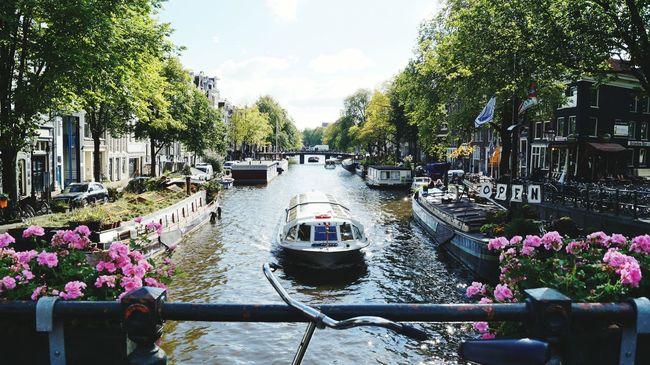 Outdoors Surrounding City Amsterdam Iamsterdam Amsterdam Canal Amsterdamcity Dutch Beautiful Day Sunny Day Cityexplorer Cityphotography Niceplace