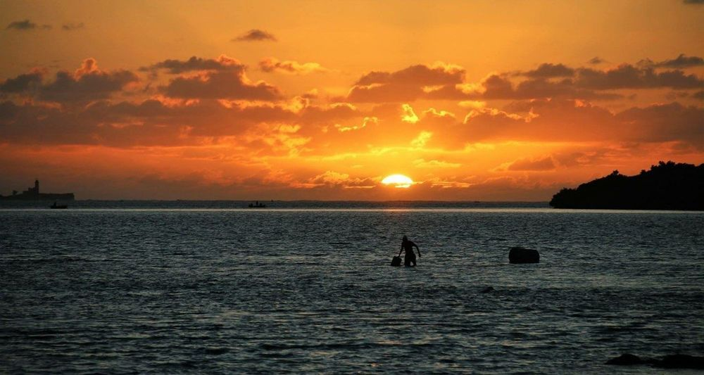 Sonnenaufgang mit Fischer Sunrise Sonnenaufgang Mauritius Mauritius Island  Fischer Ocean Sea Beach Silhouette Sun Water Cloud - Sky Vacations