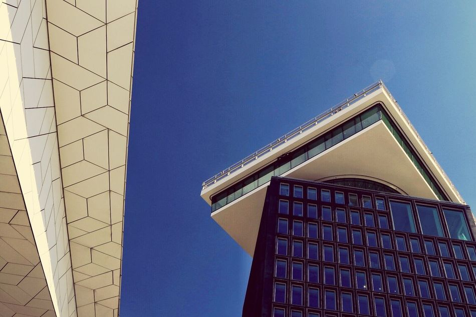 Architecture Built Structure Building Exterior Low Angle View Modern Window Day No People Outdoors Clear Sky Sky Technology Cloud - Sky Modern Building Modern Architecture Clear Sky Skyscraper Low Angle View Architecture Modern City