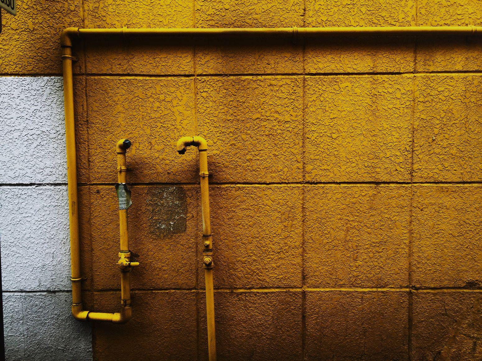 Wall Yellow Streetphotography Street Streetphoto 配管 Vscocam VSCO IPhoneography From My Point Of View