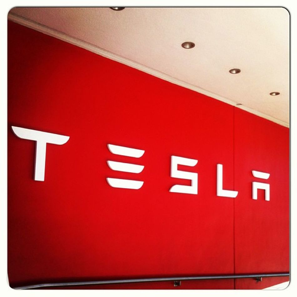 I got the chance to speak with the guys from Tesla Losangeles today during my lunch break! Tesla is the brand of the future they claim! Amazing Eletriccars Fastcars Luxurycars Sportscars Teslamotors Teslaroadster Exoticcars Westla Car Cars Instacars Instaauto Auto Exotic Cars Cargram Carstagram Amazing_cars Fastcar Motors Autotrend Cargramm Carswithoutlimits carsovereverything carsofinstagram thecarlovers carporn badass
