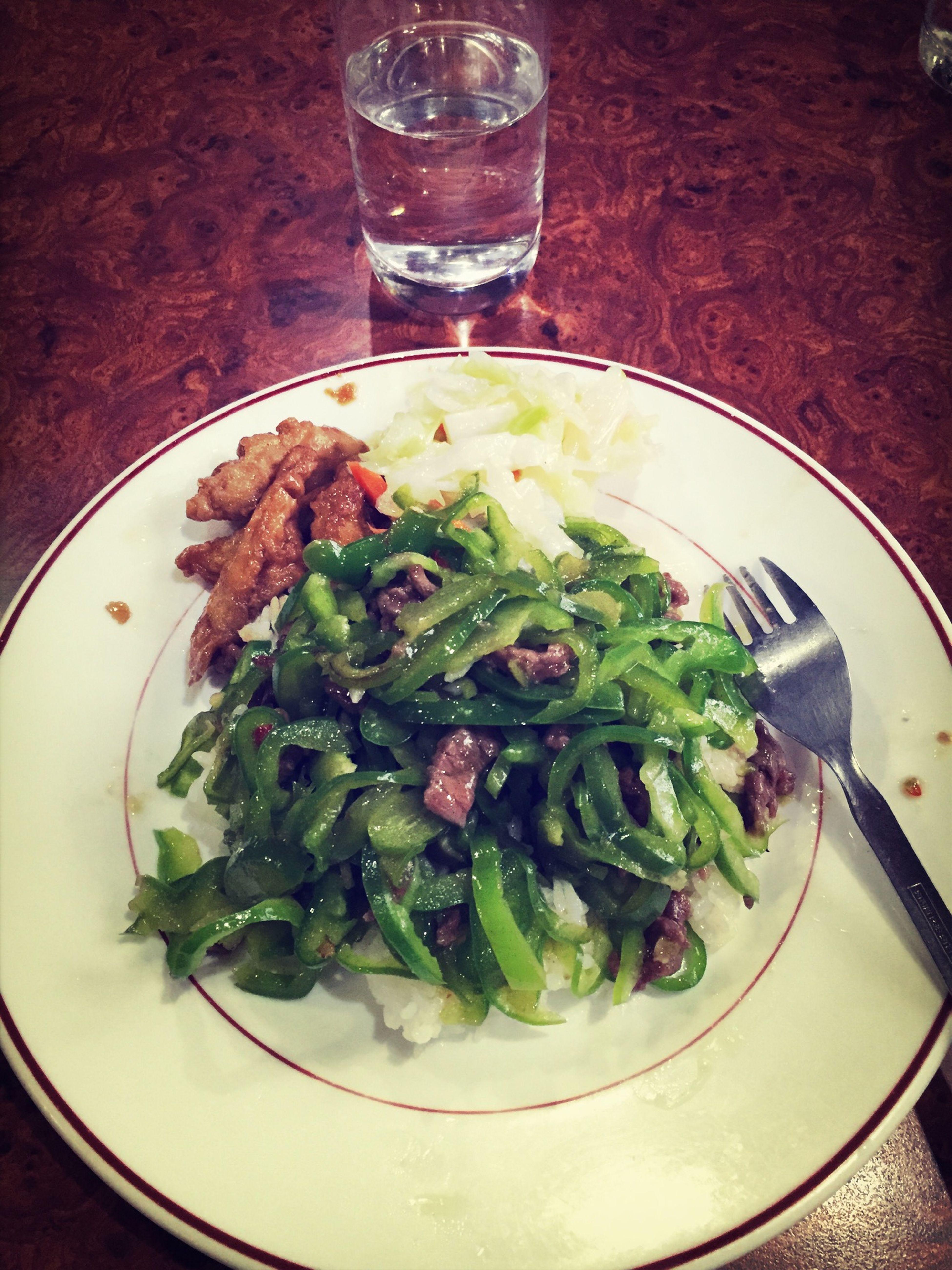 媽知道我愛吃青椒❤️特意帶我去吃青椒牛肉飯❤️這頓飯特別的洋蔥?