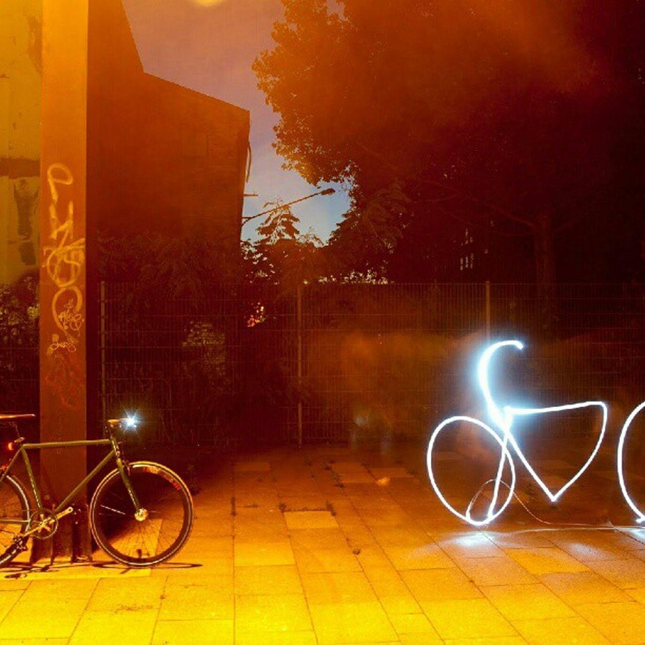 Flash! #light #lightpainting #bikeporn #Batbike #singlespeed #bike #lightporn #outdoor #shadow Shadow Lightpainting Outdoor Bikeporn Singlespeed Batbike Lightporn Light Bike
