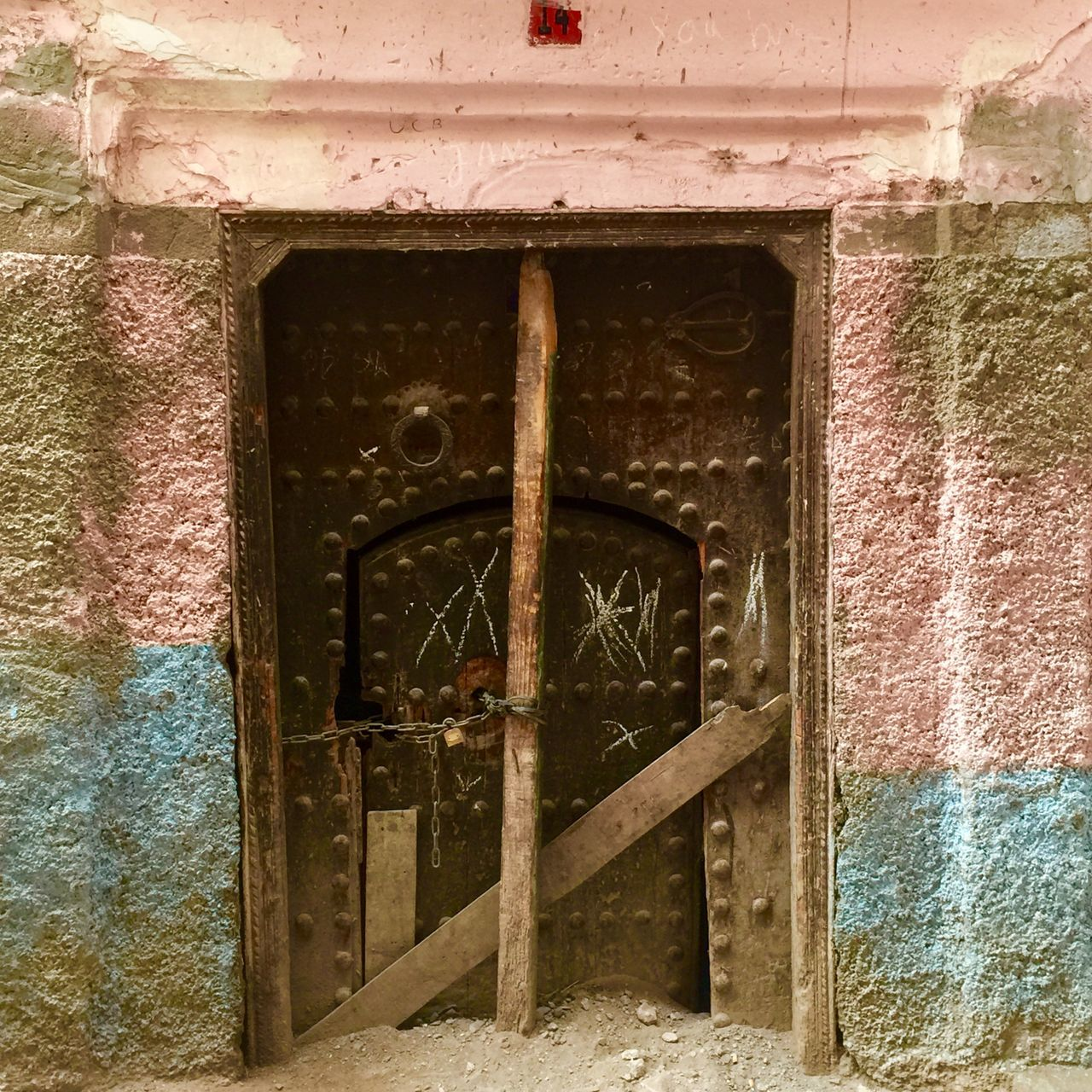 architecture, built structure, door, weathered, no people, day, building exterior, outdoors