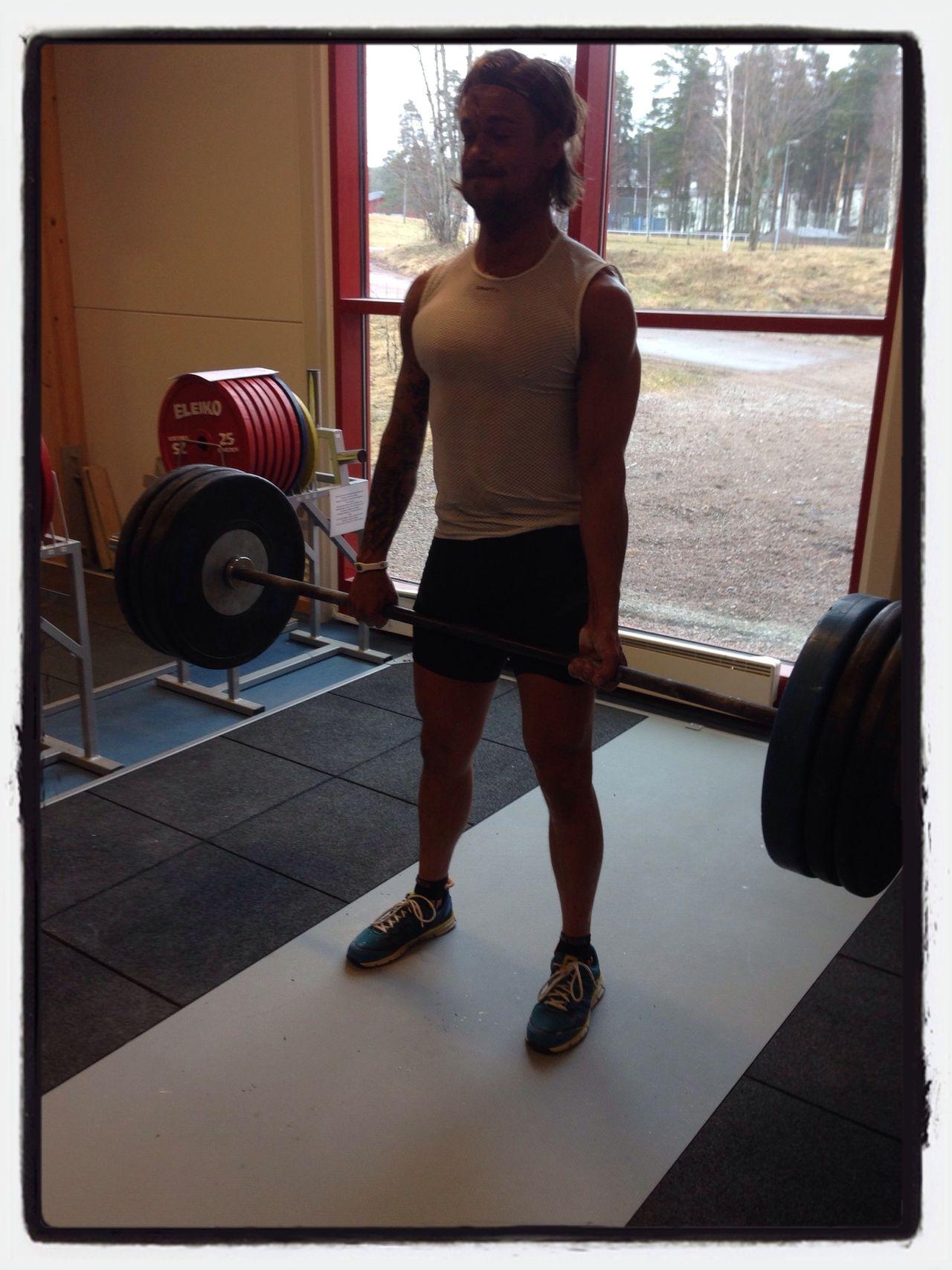 Deadlift Crossfit 300 Gym