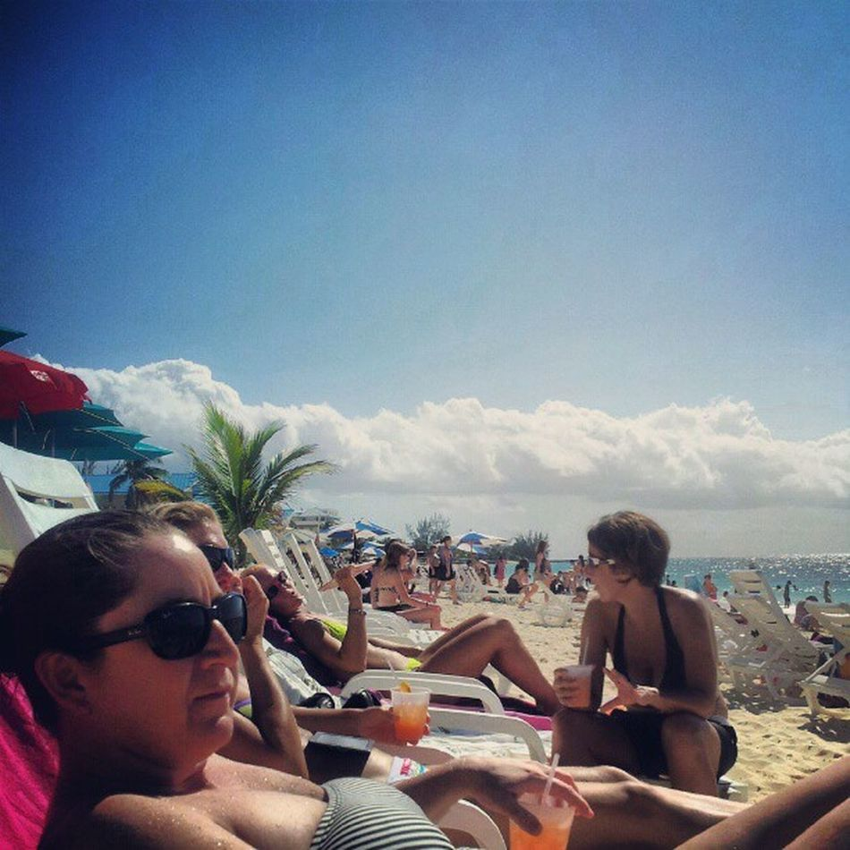 Monday Funday @ the beach with the girls! Beach Beachtime Girls Girlsrule girlfriends sun sand sea sunworship funday Monday niceone picoftheday