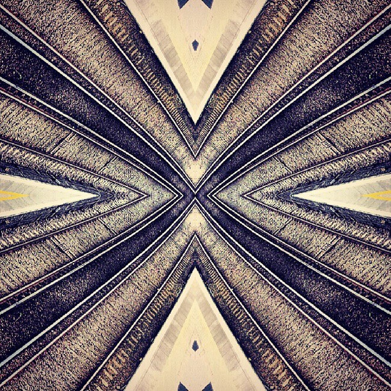 Symmetry Symmetryporn Symmetrybuff Abstracting_architects mirrorgram canonbury