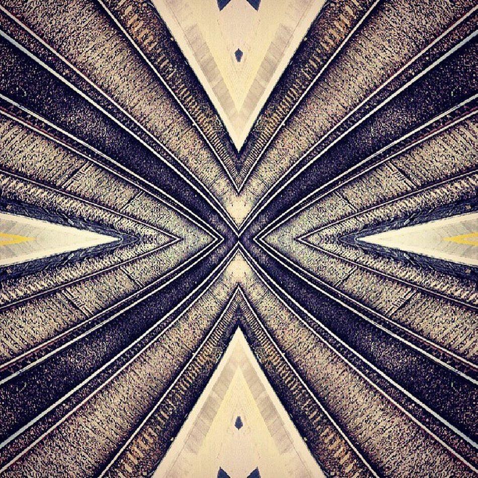 Symmetry Symmetryporn Symmetrybuff Abstracting_architects mirrorgram canonbury