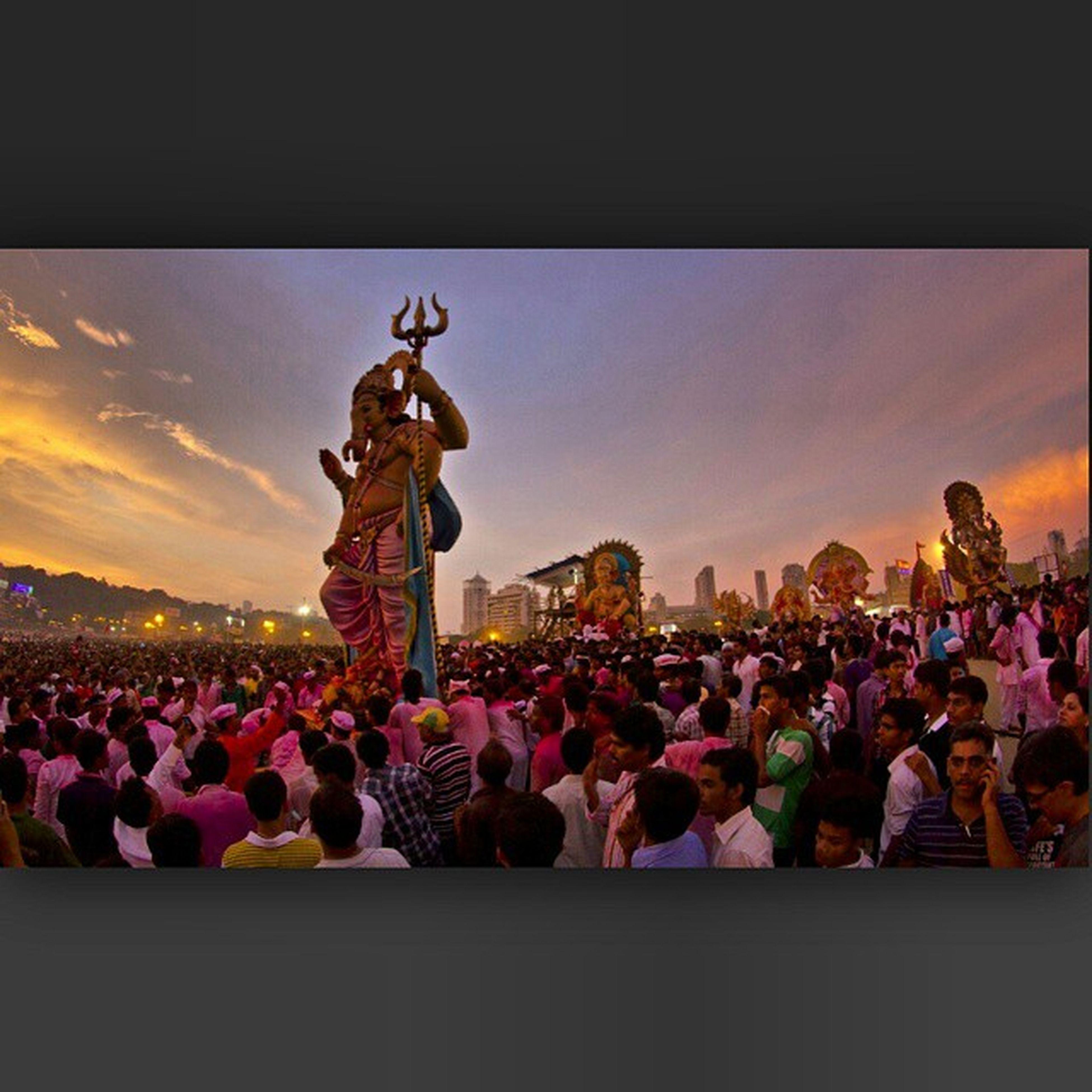 So anant-chaturdashi is here !! Festivalend Festival Mumbai Instamumbai streetphotography sunset sunset_madness