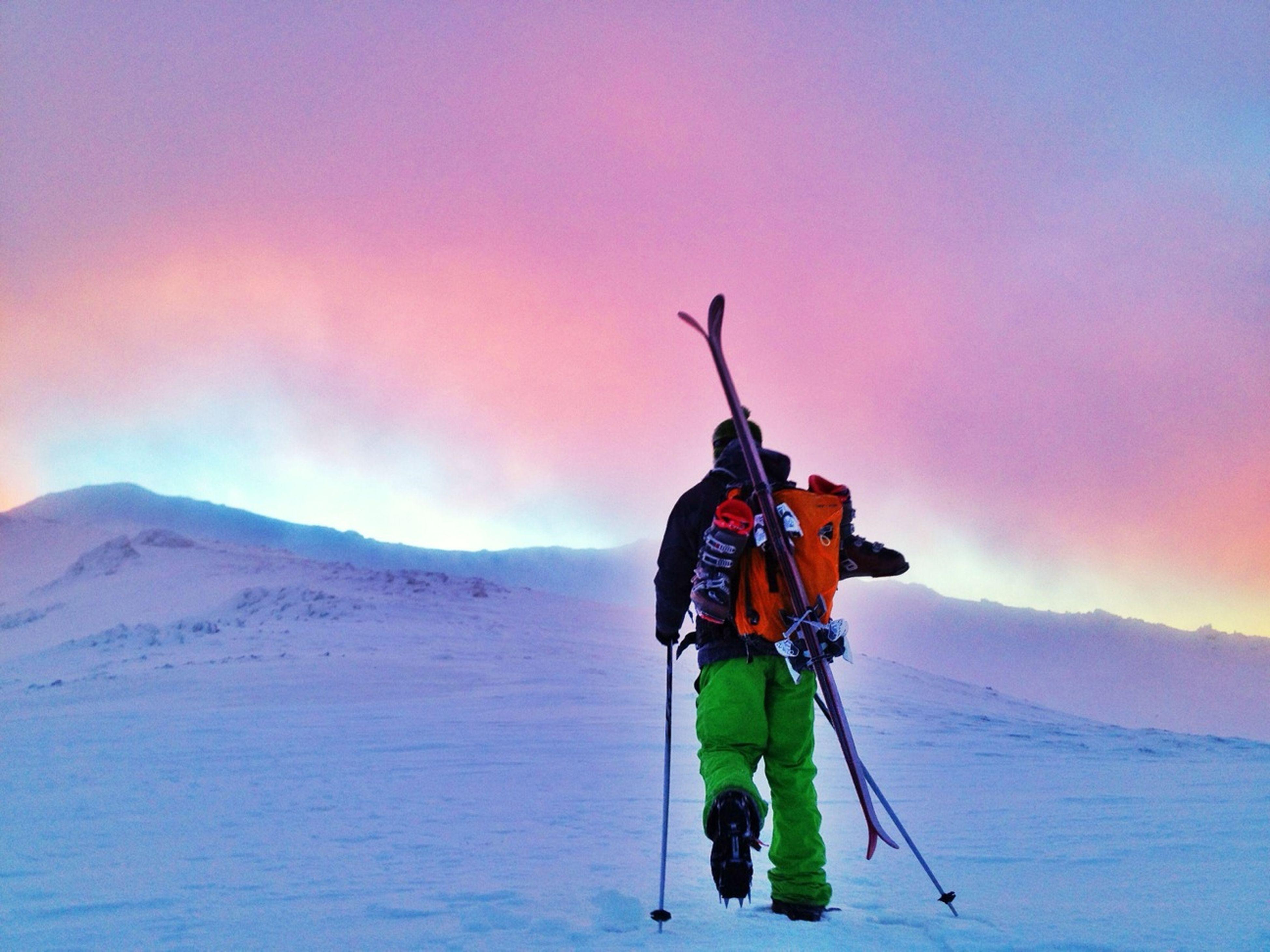 #FF #Fotofriday Para @arobledano Qué Grande Es!! Muchas Gracias!! #esquídemontaña #skimountaineering #skimo #cabezasdehierro #training #mountain #ilovemountain #sunrise #amanecer #sinfiltros #dynafit #lights