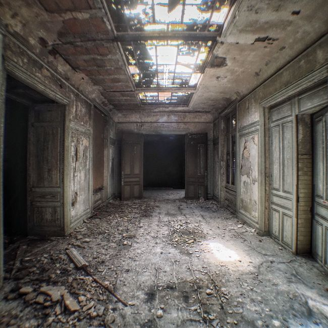 Abandoned Indoors  Damaged Messy Ceiling Bad Condition Ruined Old Ruin Broken No People Obsolete Window Empty Peeled Interior Architecture Built Structure Worn Out Room Discarded