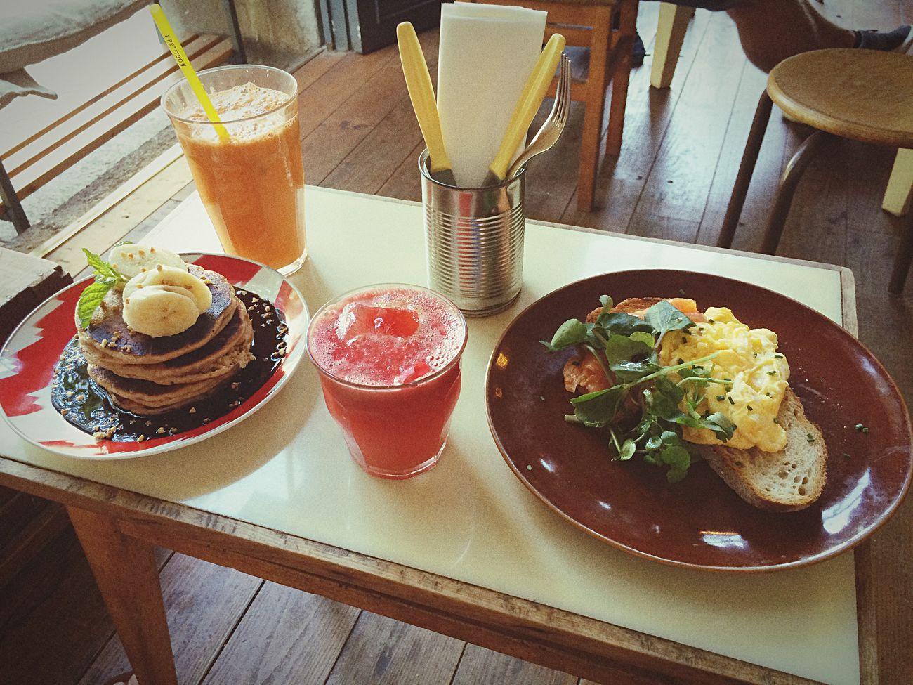 Barcelona Granjapetitbo Breakfast Freshjuice Smoked Salmon  Scrumbleeggs Watermelonjuice Orangejuice Pancakes