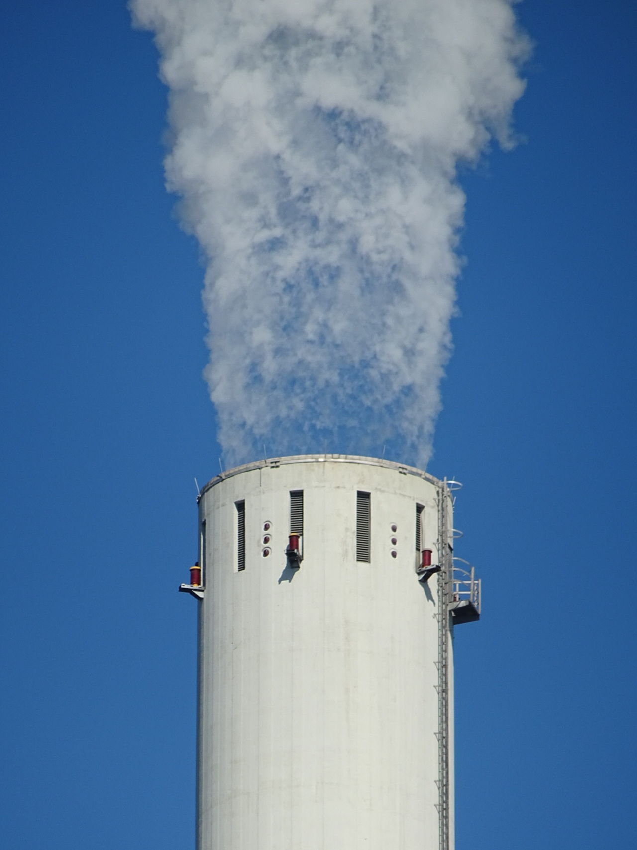 Pollution In My World Pollution Pollution Of The Environment Umweltverschmutzung Business Finance And Industry Clear Sky Day No People Low Angle View Architecture Industry Industrie Mannheim Neckarau Perspective Photography Industrial Industrial Landscapes Industrial Photography Mannheim