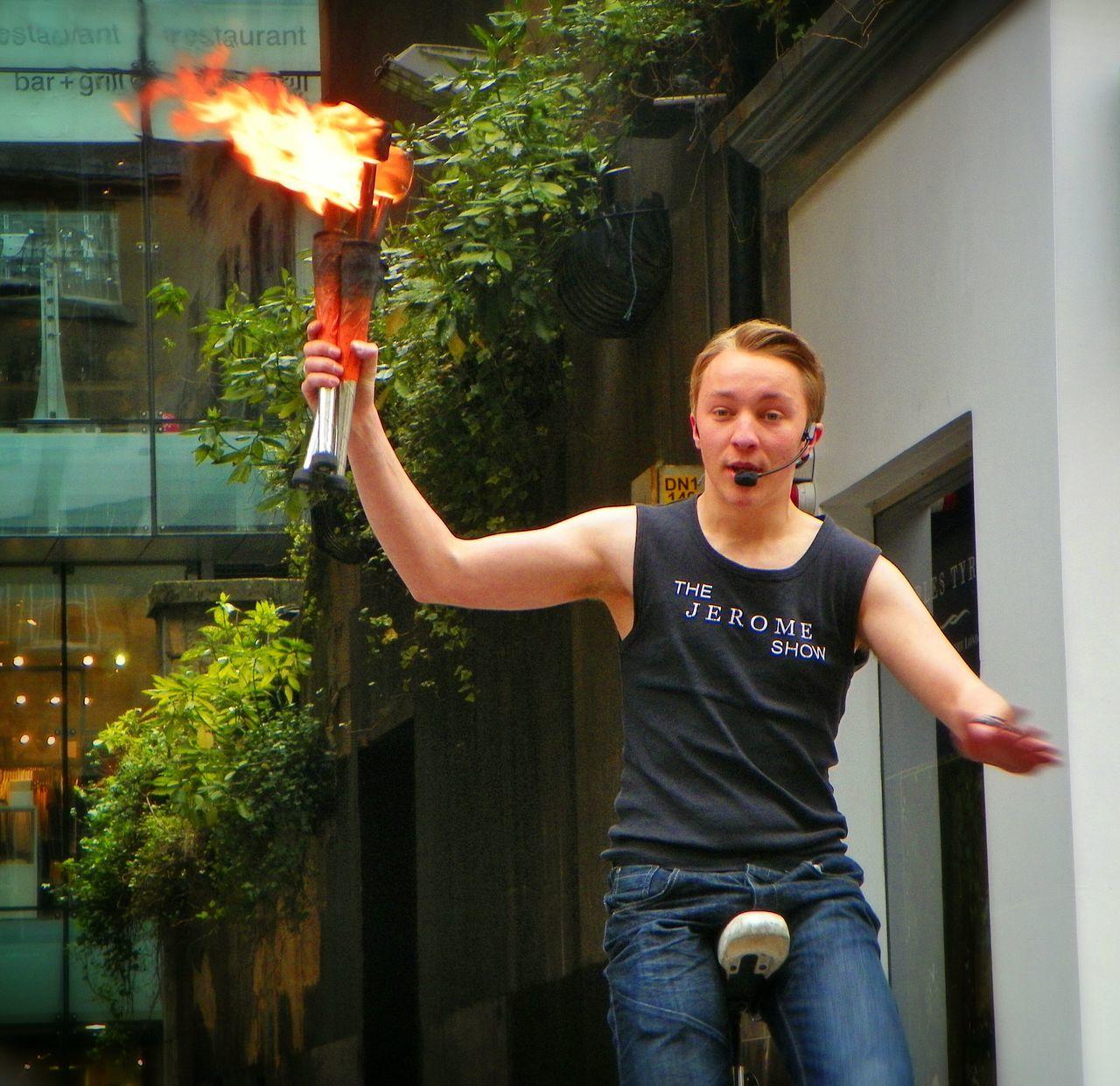 Shoot, Share, Learn - EyeEm Glasgow Meetup Street Performer