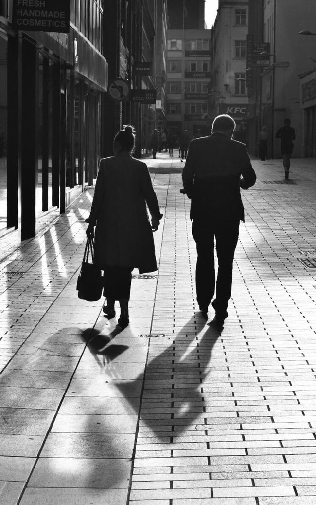 Streetphotography:Woman]:men] wLifestyleseFull Length Built StructurerCityrBuilding ExteriorxPerson ArchitecturetLeisure ActivitycCity LifetCity Street Casual ClothinglDayiOutdoorsuOutlineoFootpathootpath Street Photography Blackandwhite Blackandwhite Photography Shadows 50mm Nikkor Nikon