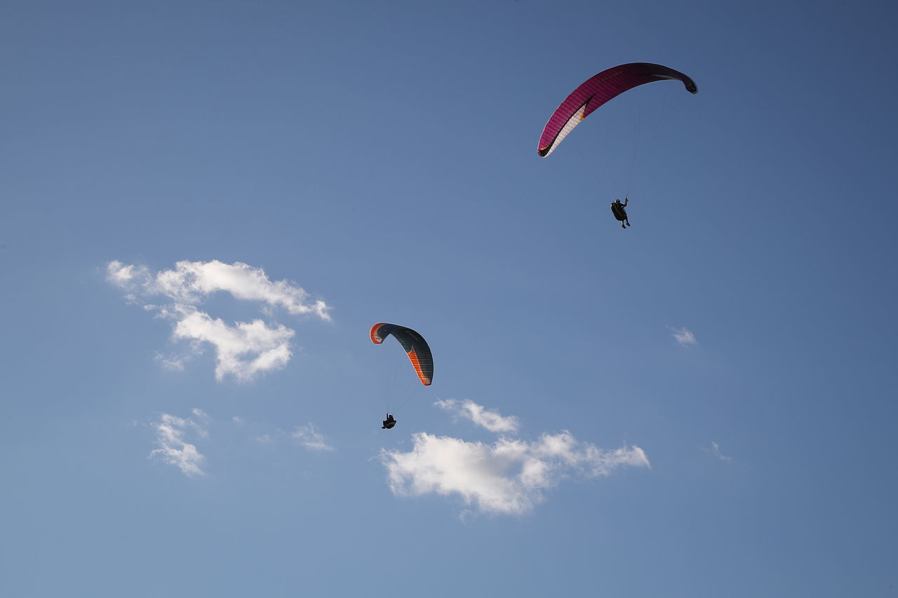 Adventure Cloud - Sky Day Extreme Sports Flying Freedom Leisure Activity Mid-air Nature One Man Only One Person Outdoors Parachute Paragliding People Sky Skydiving Sport Unrecognizable Person