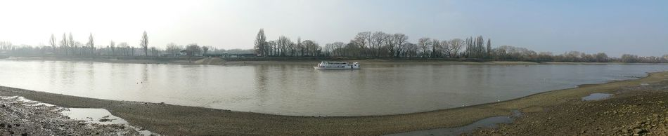 Landscapes With WhiteWall Boat On Water Boat In The River River Thames Riverside Riverbank Riverscape River Panorama Panoramic View Panoramic View Of River Thames Q Quaint Perspective Riverside Photography Samsung Photography Samsung Galaxy Note 4 River Silhouette Simply Beautiful Capturing Movement River View Here Belongs To Me