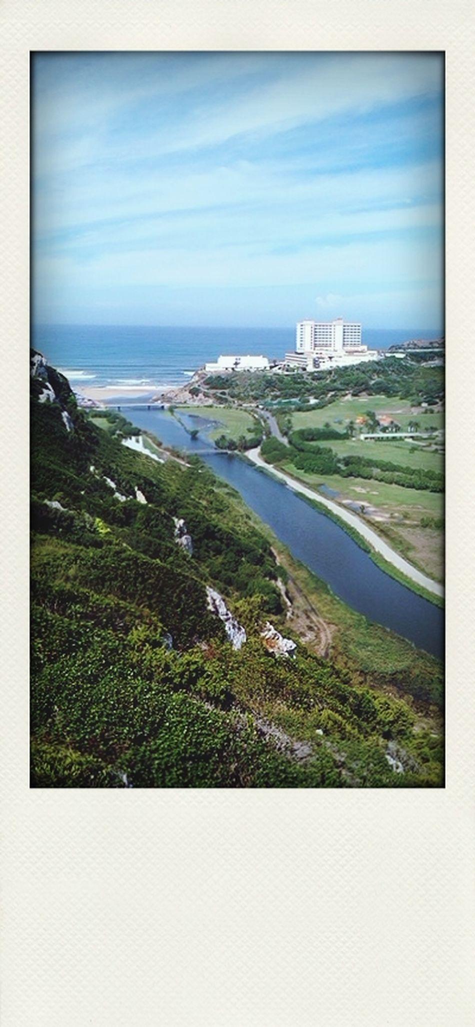 Rio Alcabrichel com a Praia De Porto Novo à vista