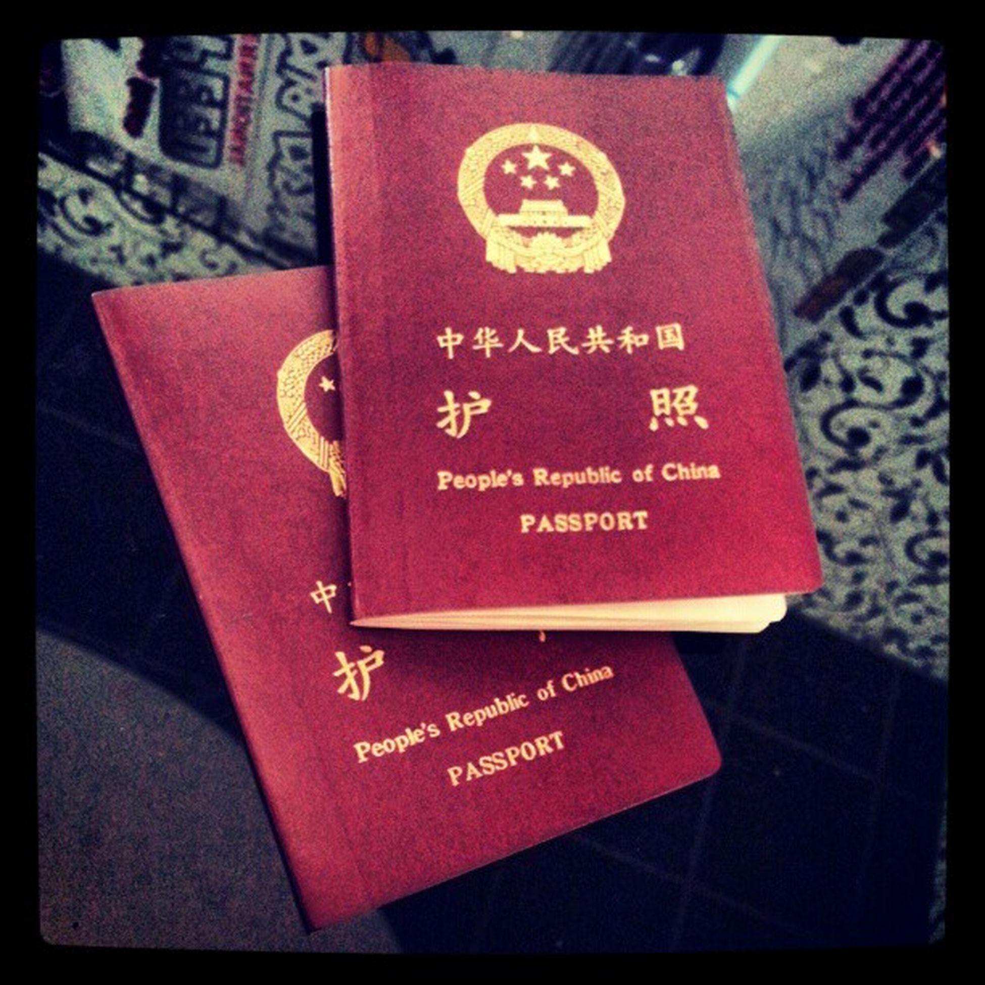 """Иногда... когда мой друг... мой самый близкий человек порой... приносит мне вот так паспорта... у меня мурашки по коже с неистовой силой несутся куда то в глубину моего сердца... и не произвольно вызывают дрожь... в голосе... Так и сегодня... И слова о том что - """"нам надо в Китай Марат... На наш новый год... надо сделать визу..."""" и ты знаешь... вроде бы и не на долго... но так не спокойно на душе... и за такие вот эмоции.. ты уважаешь. .. НАСТОЯЩУЮ ДРУЖБУ..."""