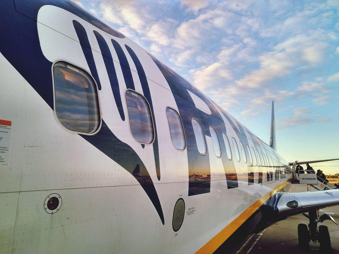 Flight, vacaciones, happy, plane, aeroplane, holidays, ryan Outdoors Sky Aerospace Industry Air Vehicle Transportation Airplane Day No People
