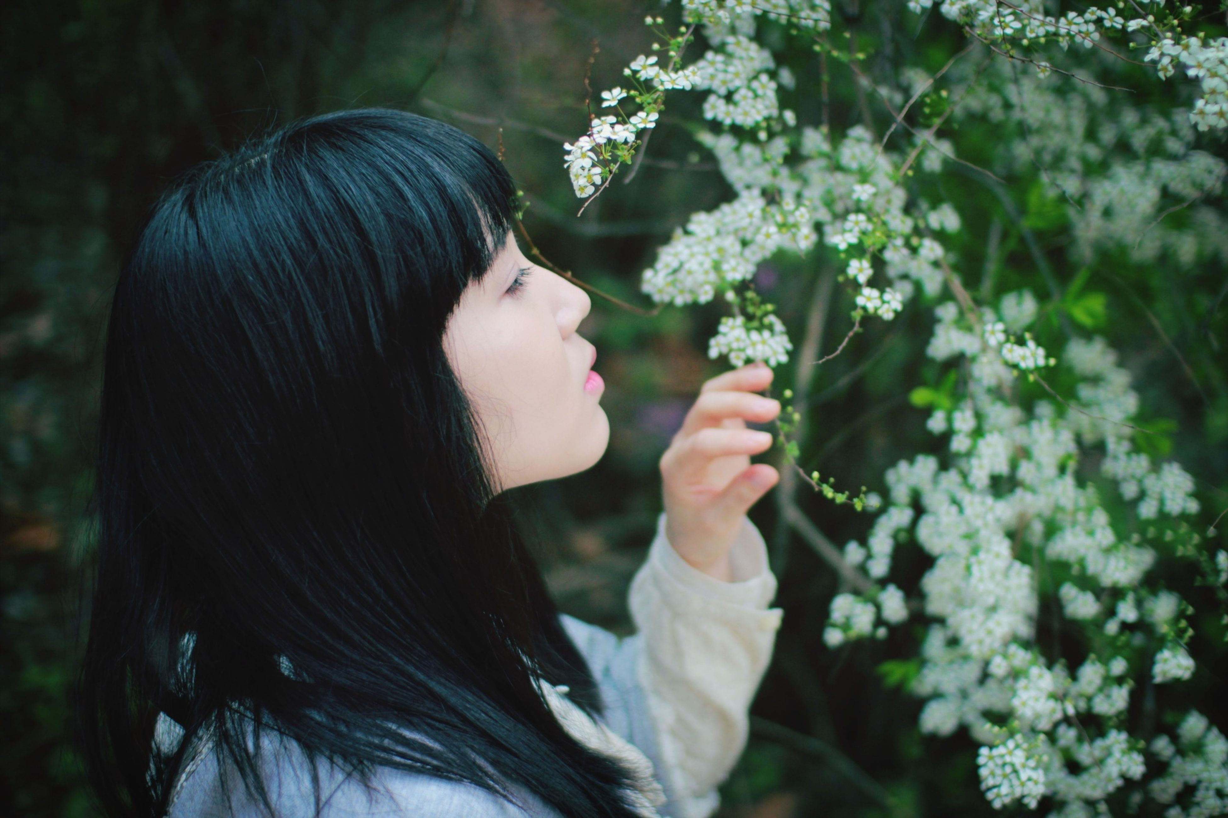 lifestyles, young women, young adult, flower, long hair, focus on foreground, person, leisure activity, casual clothing, waist up, headshot, holding, front view, close-up, plant, standing, nature