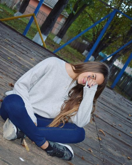 Only Women One Woman Only One Person One Young Woman Only Young Adult Autumn Естественность✔ Looking At Camera мир вокруг тебя Young Women толькоулыбайся Moldavian Casual Clothing Moldova❤❤ Мир прекрасен
