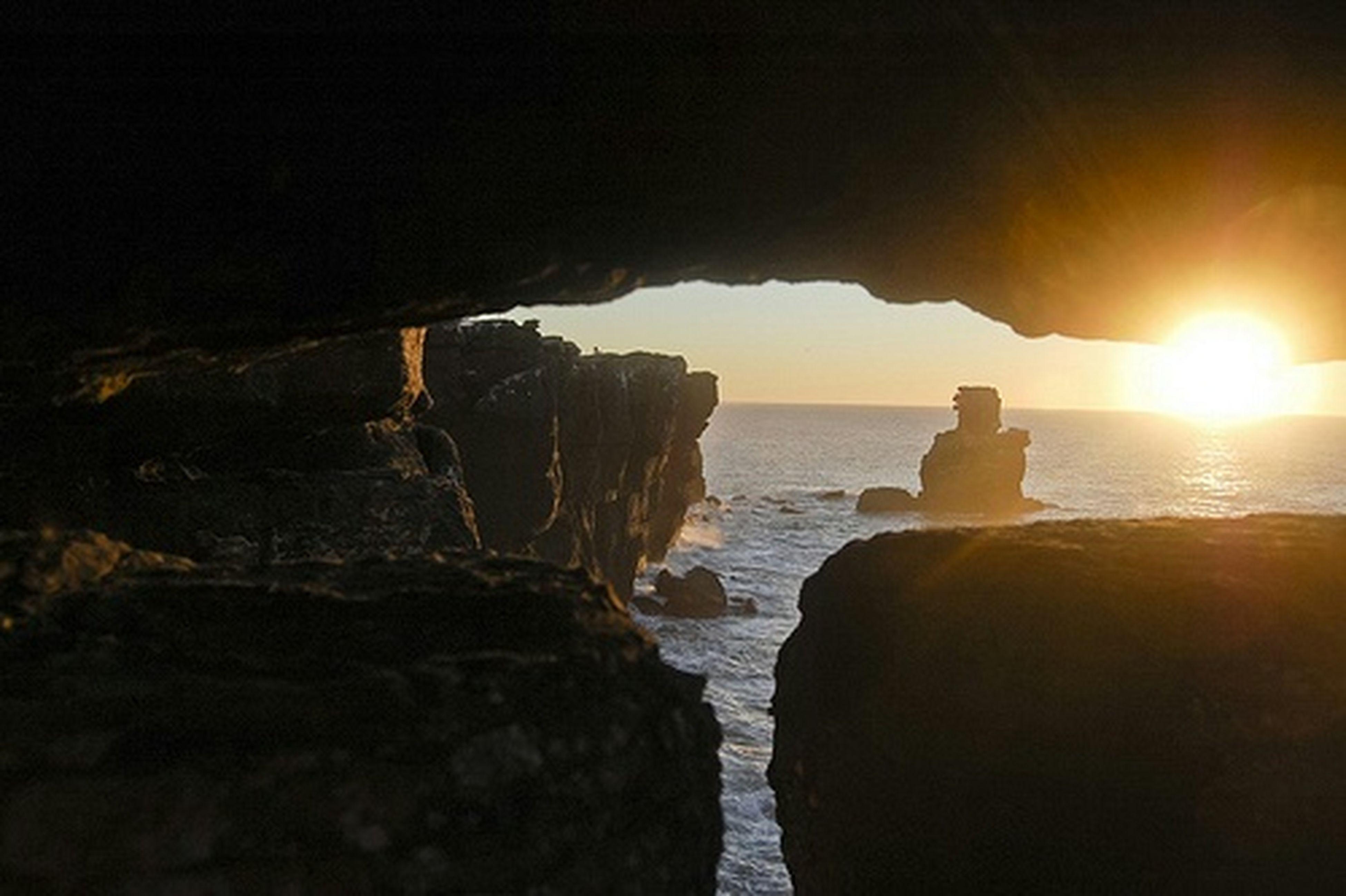water, sea, sunset, sun, scenics, rock - object, tranquil scene, horizon over water, tranquility, beauty in nature, rock formation, sky, nature, idyllic, sunlight, beach, sunbeam, reflection, rock, shore