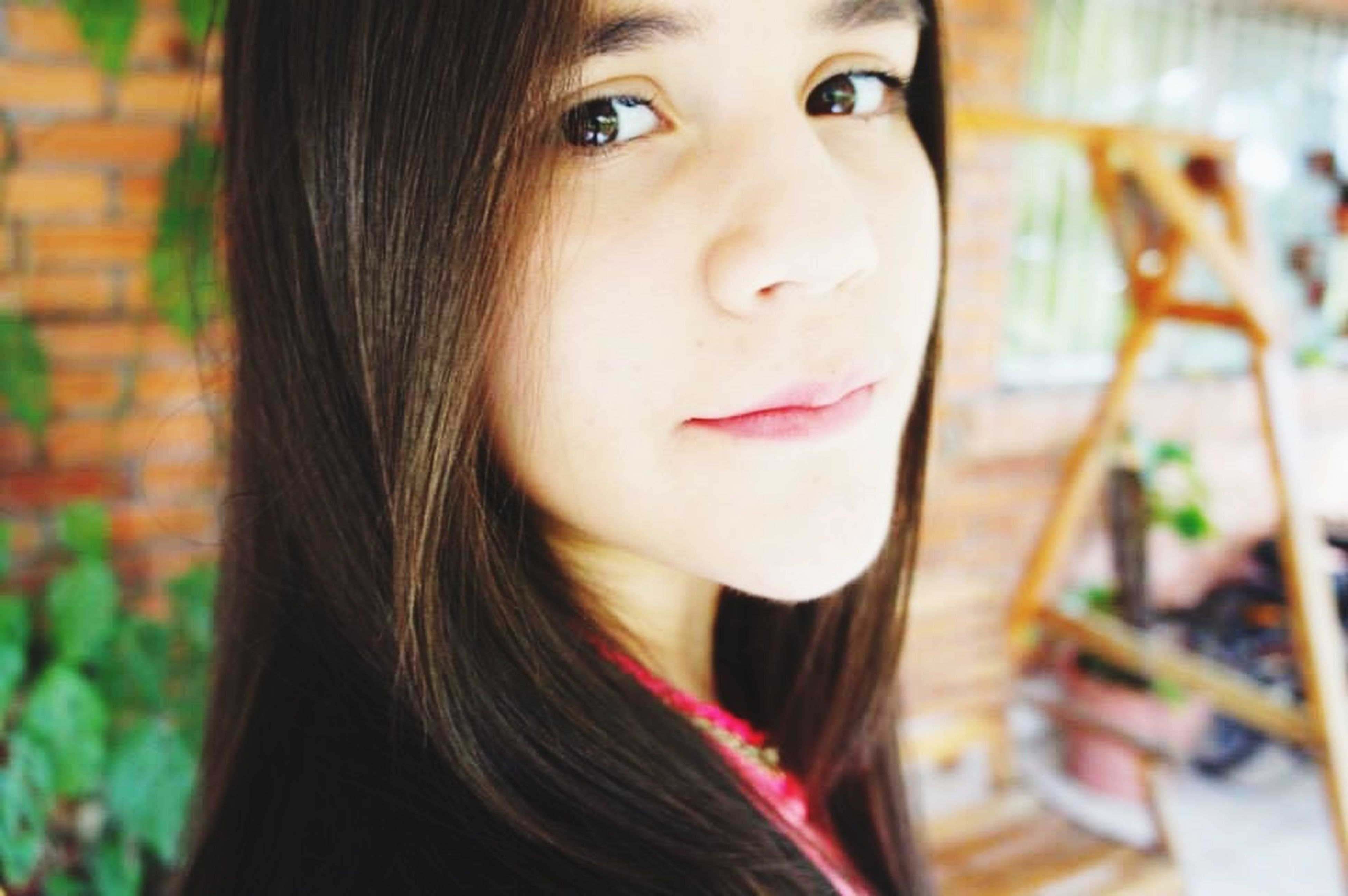 looking at camera, portrait, young adult, headshot, young women, person, close-up, long hair, front view, lifestyles, human face, indoors, focus on foreground, leisure activity, head and shoulders, smiling, beauty