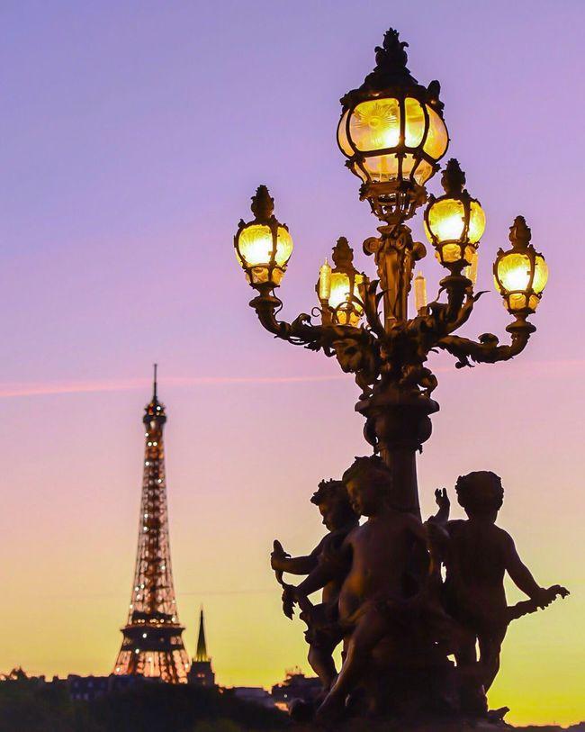 Bonsoir Paris! What a beautiful evening! Street Light Dusk Sunset Architecture Eiffel Tower EyeEm Best Shots Parisweloveyou Photooftheday Eyem Best Shot - Architecture Paris Paris ❤