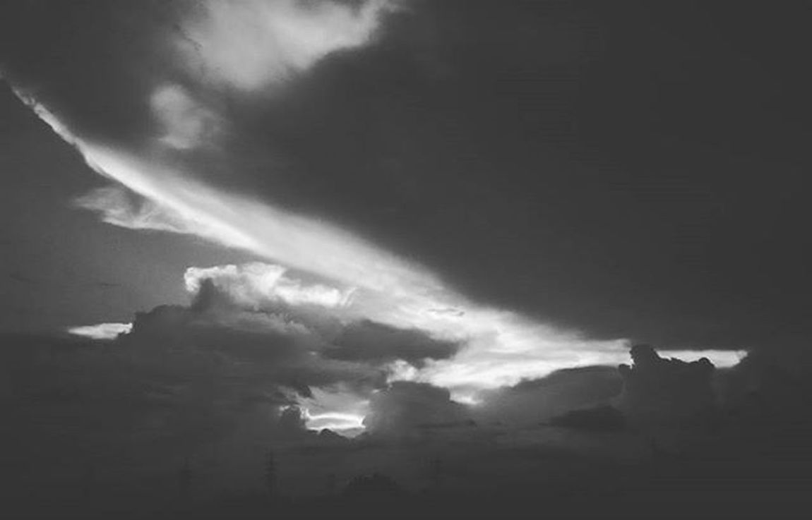 Nature Photographyislifee Photography GreenLover Photogram Photooftheday Instagram Black White Sky Blackandwhite Clouds Phtographer Tagsforlikes Cool