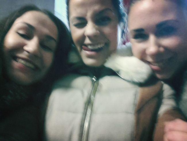 Looove those girls ♥♡♥ Happy day ;))