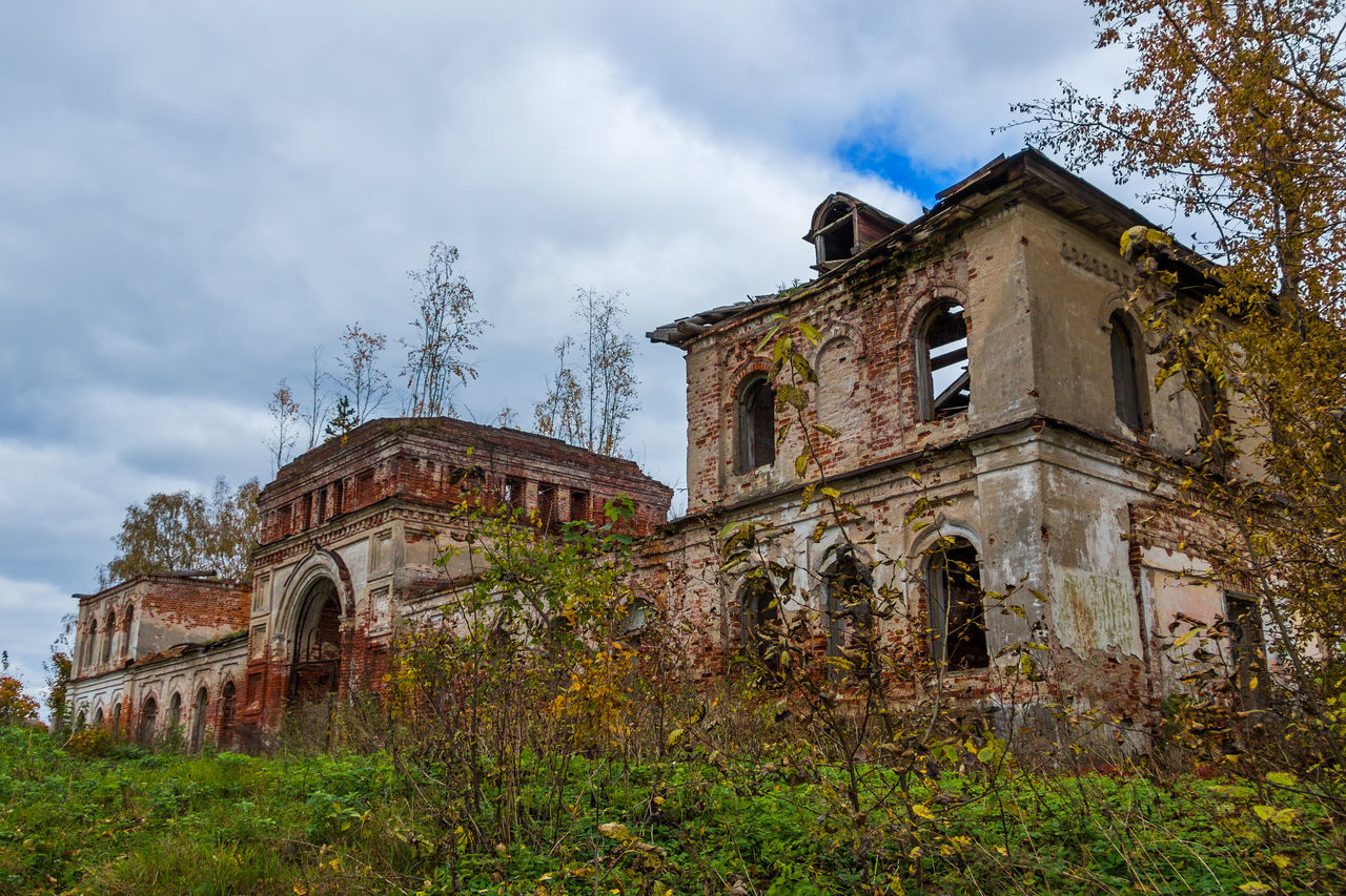 A derelict outbuilding to a dilapidated Church. The Village Of Rybinsk-Zaruch'ye. Abandoned Architecture Building Exterior Built Structure Cloud - Sky Day History No People Outdoors Sky Tree