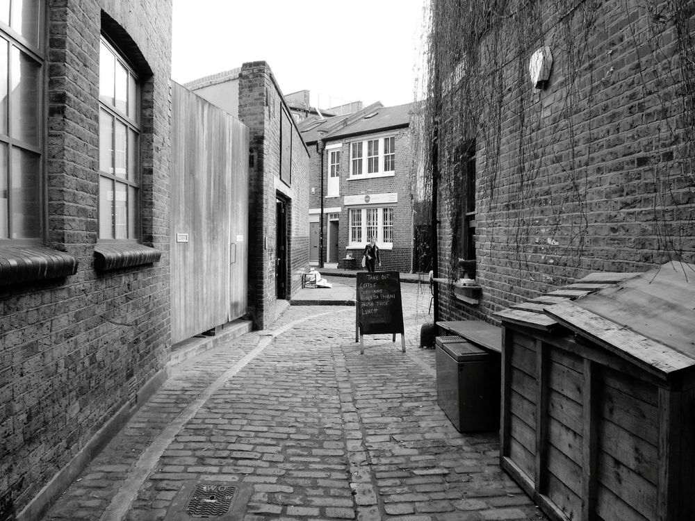 When a part of the East End still looks like the East End. Bring more cobbled streets back to London! Architectural Detail Hello World East London Londonphotography EyeEm Best Shots London Hanging Out Blackandwhite Toplondonphoto Taking Photos
