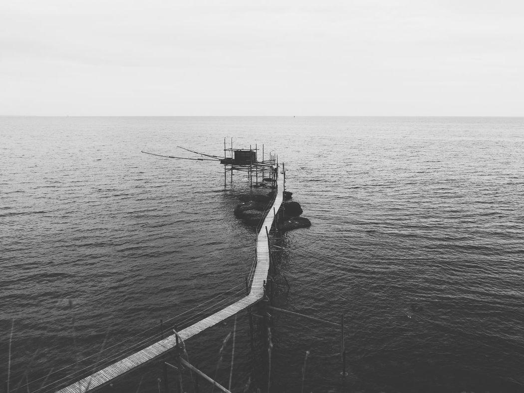 ~ La quiete ~ Sea Trabocco Abruzzo - Italy Bnw Bnw_captures Bnw_photography Biancoenero Tourism Naturalreserve