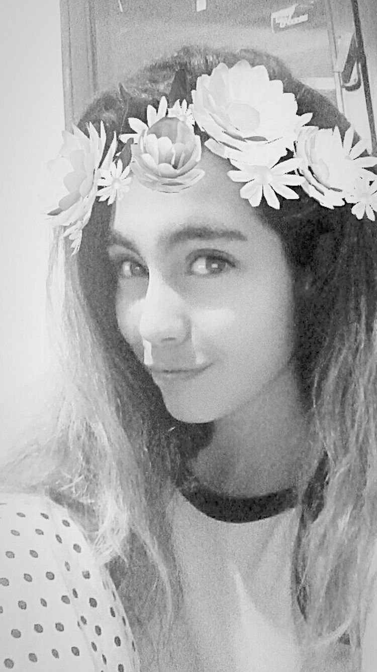 ❤ 🌺 Queen👑 That's Me Enjoying Life Social Girl Smile ✌