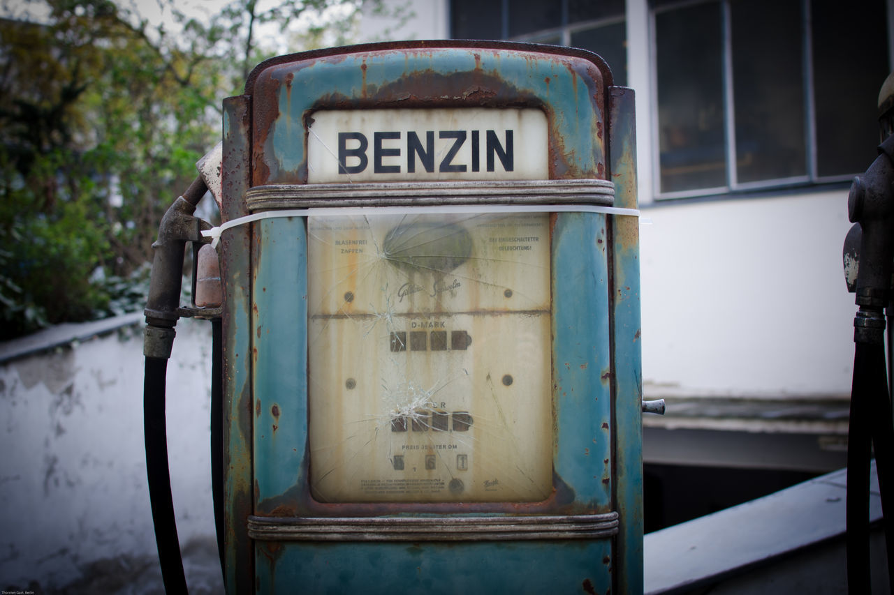My Eyes My Berlin Gas Station Classic Design Design Color Design Space No People NEM Still Life NEM Memories Not Forgotten Old Times My Lost Proberty Benzin Gas Gasstation Urban Exploration Street Photography How Do We Build The World? Battle Of The Cities Pastel Power Flyfish Album Typo Around The World EyeEm_abandonment Culture Of Germany Hidden Gems  Still Life Lieblingsteil