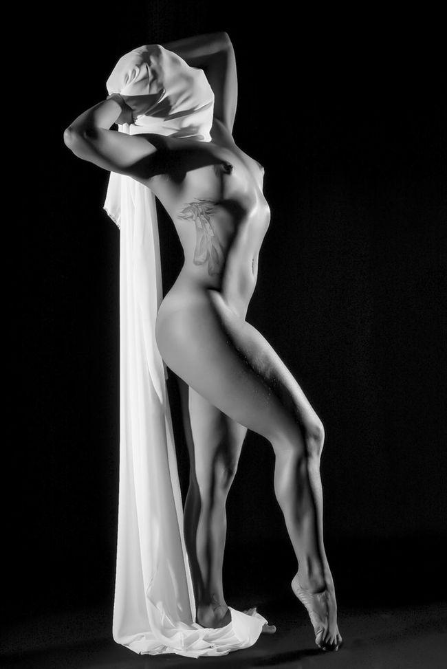 La mujer sin rostro !!! @shivaluisa Eye4black&white  Sensual_art Bw-collection OpenEdit