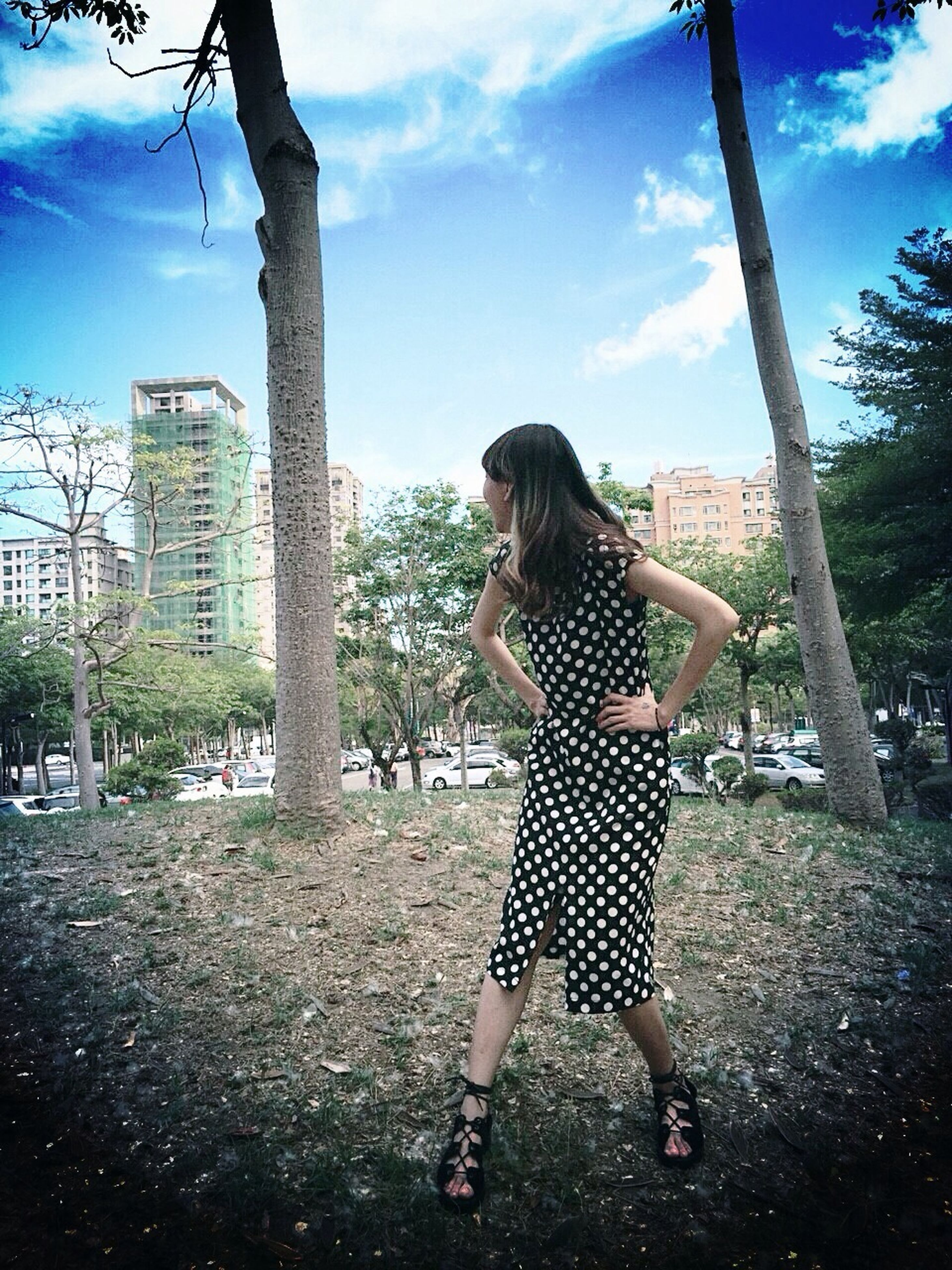tree, lifestyles, full length, leisure activity, casual clothing, person, sky, young adult, young women, standing, tree trunk, long hair, childhood, sunlight, three quarter length, girls, park - man made space