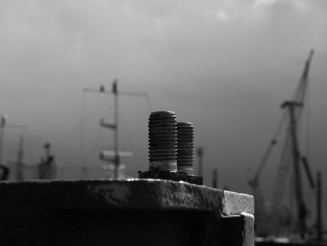 _s_v_e_n_ B/W Photography Black Blackandwhite Close-up Day No People Outdoors Schrauben Sky