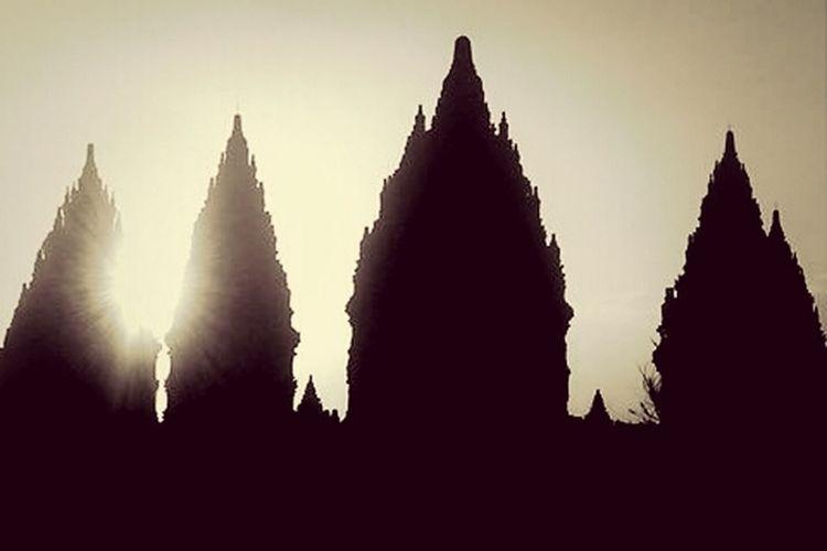 the silence of the Temple ... Architecture_bw Fortheloveofblackandwhite Eye For Photography @prambanan, #yogyakarta