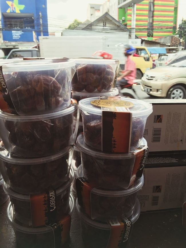 Selling Kurma for a better life