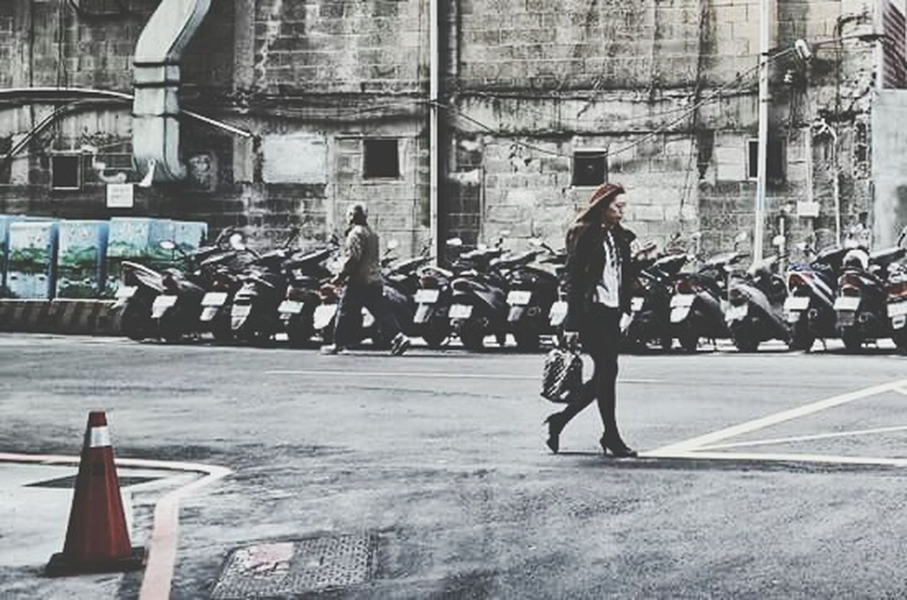 各奔東西 Walking Around The City  Hanging Out Urbanism Streetphotography Ohh Noooo! The Street Photographer - 2015 EyeEm Awards
