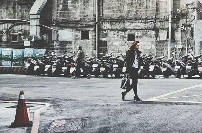 各奔東西 Walking Around The City  Hanging Out Urbanism Streetphotography Ohh Noooo! The Street Photographer - 2015 EyeEm Awards