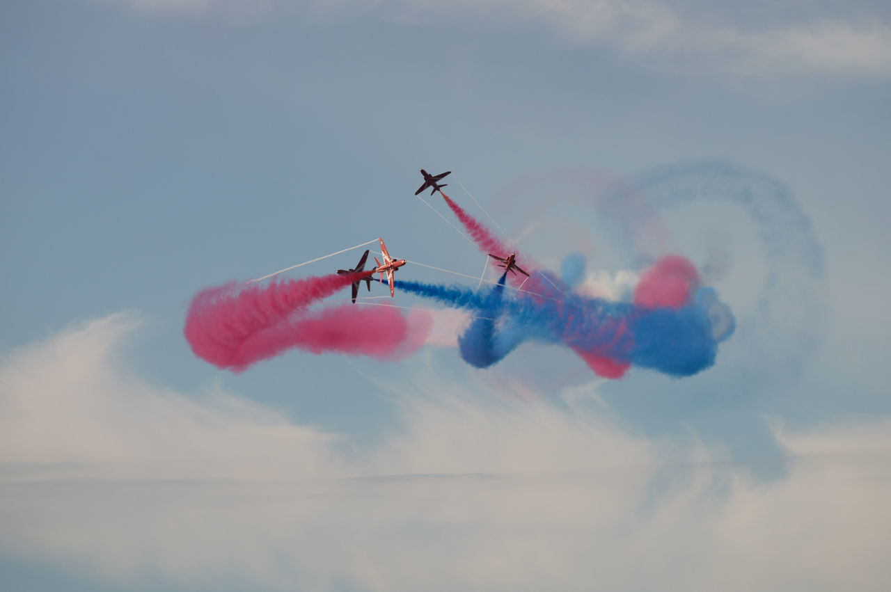 Airshow Airshow Flying Vapor Trail Military Airplane Airplane Speed Fighter Plane Sky Cloud - Sky