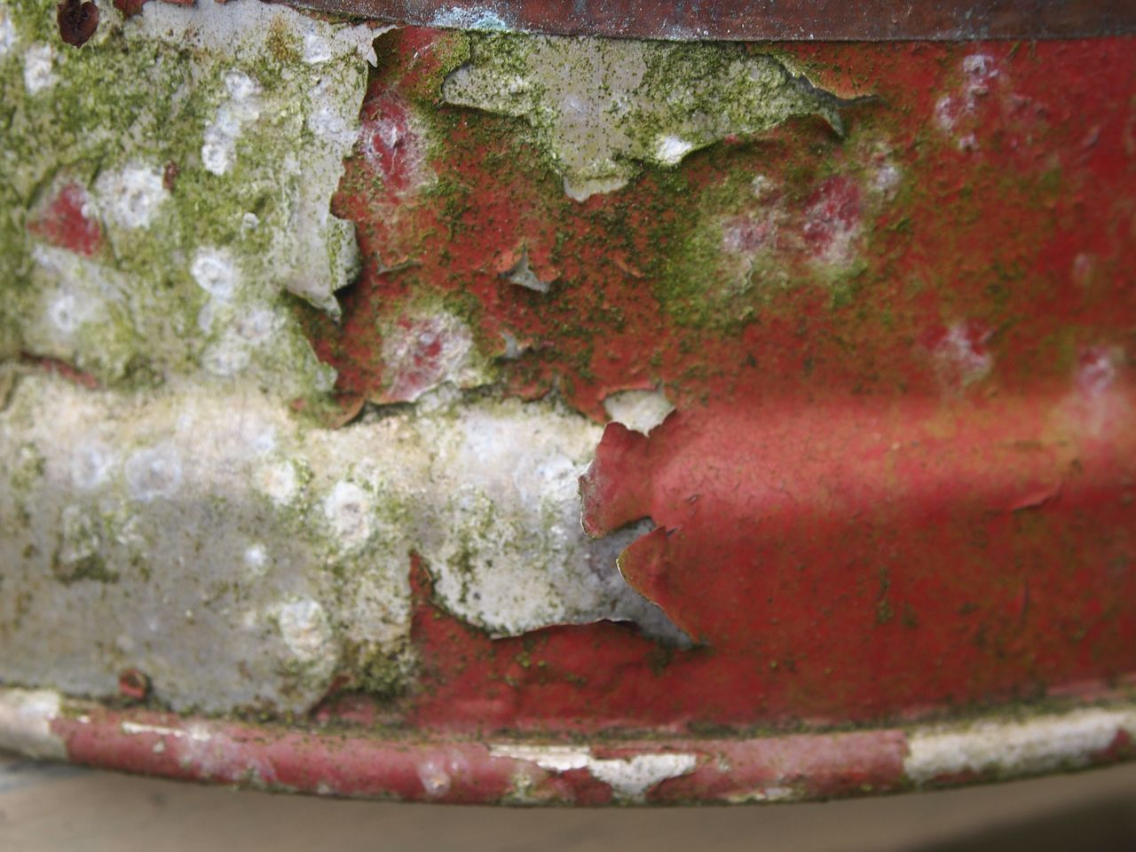 red, close-up, weathered, full frame, no people, paint, backgrounds, day, outdoors