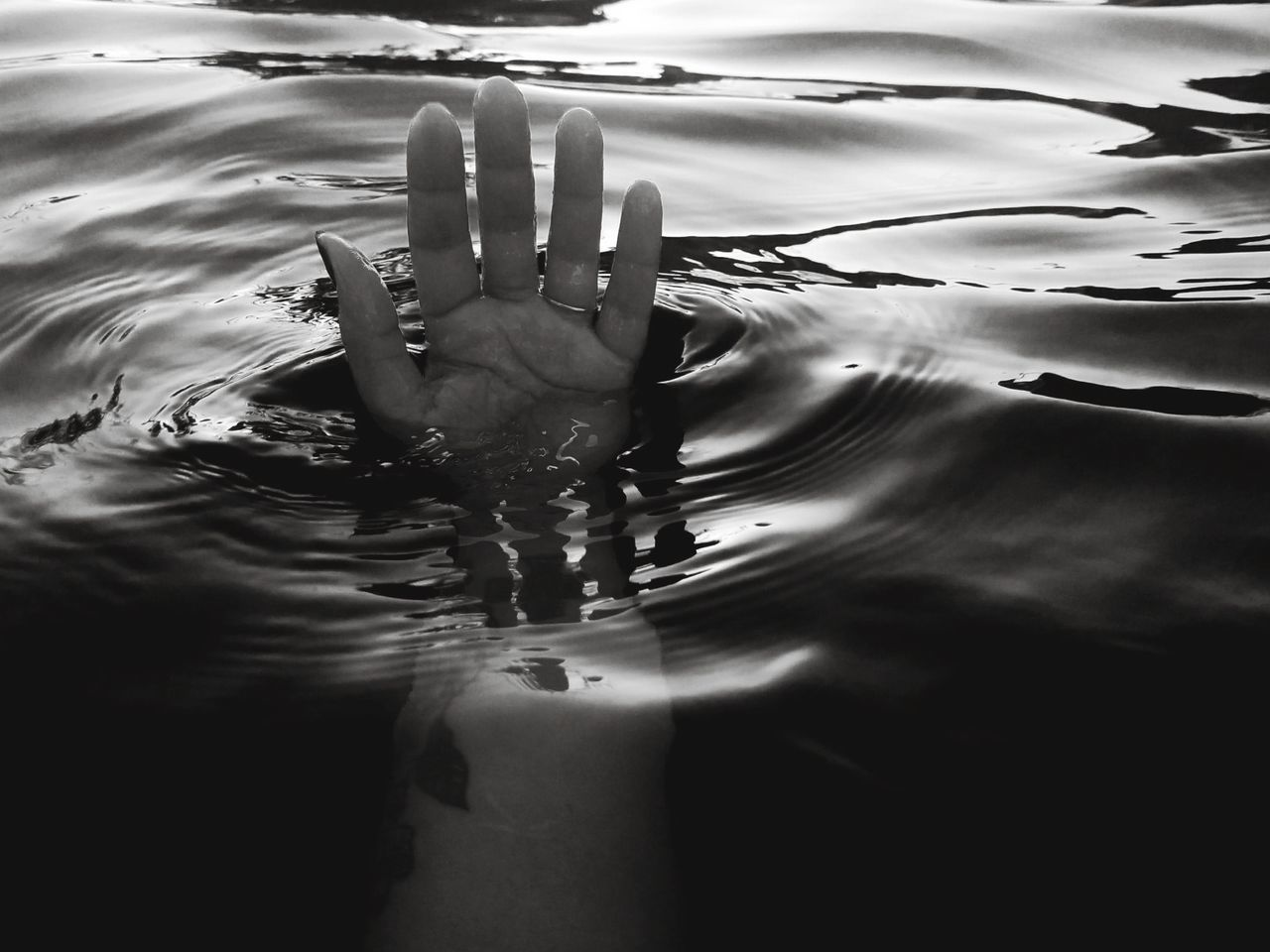 Love me or leave me Water Rippled Motion EyeEm Human Body Part EyeEm Best Shots Human Hand Getting Inspired EyeEm Selects Black And White