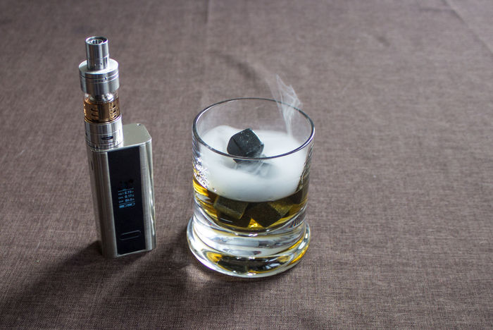 Beverage Dampfen Dampfer E-cig E-Cigarette E-cigs And Photography E-Zigarette Food No People Rauchen Selective Focus Still Life Vapecommunity Vapeporn Vaper Vaping Vaping Is The Future Vapingcommunity Whiskey Whiskey And Cigars Whiskey On The Rocks