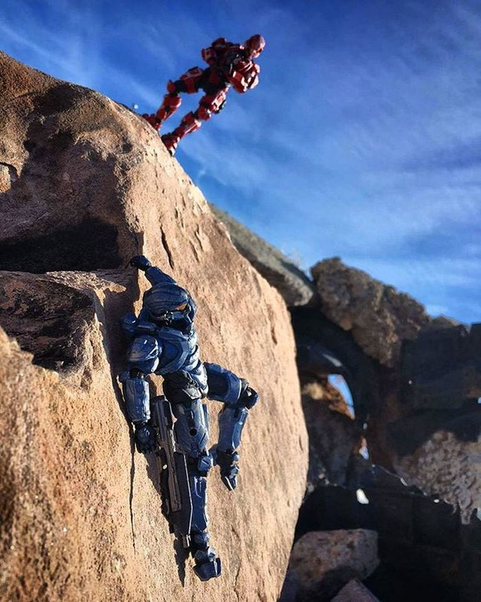 """""""Need a hand, spartan? Toyonlocation Newmexico Halo5 Spartanthorne Halo SpartanSoldier Actionfigure Toycrewbuddies Toyoutsiders Toyphotography Toyboners RockClimbing Toys Collectable Videogame  Military Toyaddict Capturedplastic Epictoyart Spartansprint Spartansos"""