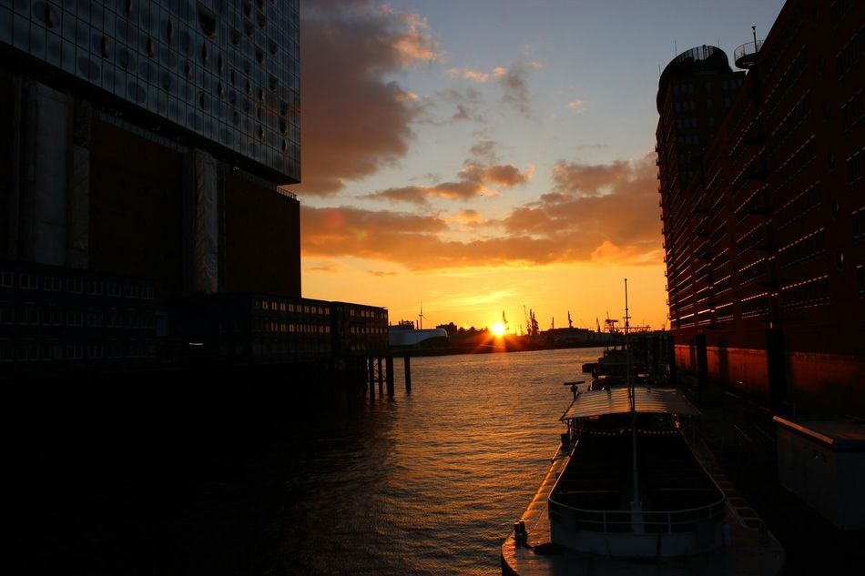 Taking Photosand Enjoying Life Hamburg Cityview Harbour River Skyandclouds  Riverview Harbourview Hamburgerhafen Sky Canoneos Canonphotography Hafenhamburg RedSky Water Eos600d Sunset Sunsets Boat Sunday Evening Gold Golden Goldenhour