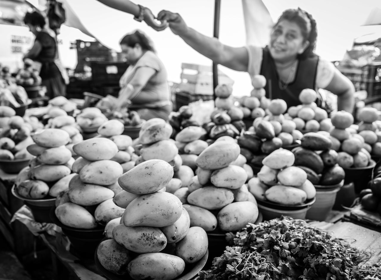 Market Life Food Fruits Frutas Frutas Y Verduras Indigenouspeople Mangos Mangos In A Pile Market Activities Market Life Sold The Photojournalist - 2016 EyeEm Awards
